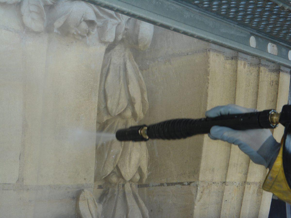 Façade de l'ancienne poste de Troyes, lavage haute pression